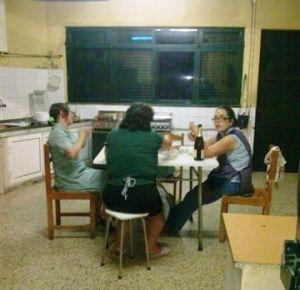 Girls eat in Kitchen