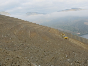 Touching up the terraces at Vale de Malhadas before re-planting