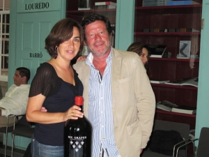 Actress Rita Blanco and actor Joaquim de Almeida stake a claim on a large bottle of Six Grapes!