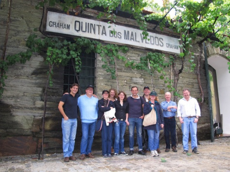 A group of guests from our German distributor, 'Smart Wines', visited Malvedos on Tuesday afternoon. Here, in front of the winery, built in 1890.