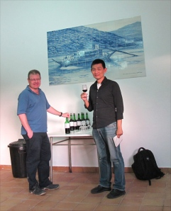 Henry shows Yusen Lin (Taiwan's leading wine writer/critic) freshly made Ports in the Malvedos winery.