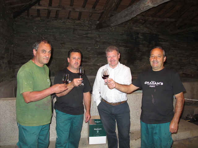 João, Luís, Henry and Carlos  make raise their glasses, celebrating the successful conclusion of one more vintage at Malvedos