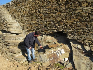 "Arlindo points to a slab of schist (which subsided from the terrace wall) with a flood mark: ""Cheia 1909"" ('cheia': flood). This will be placed in its original position."